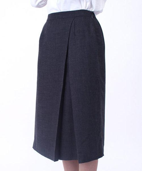 チャコールグレーのスカート