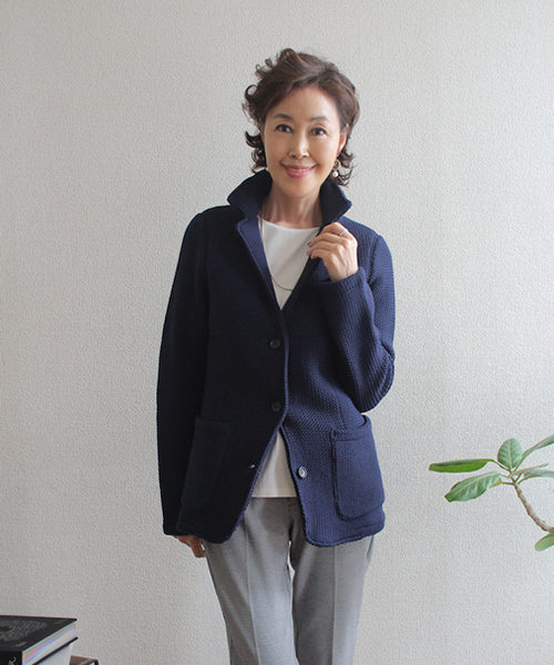 紺のニットジャケット