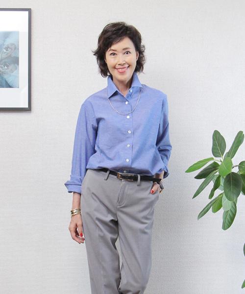 ブルーのリネンシャツ