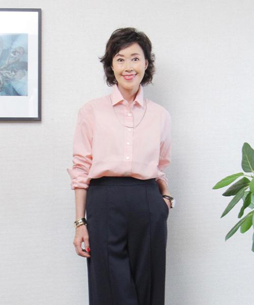 ピンクのリネンシャツ